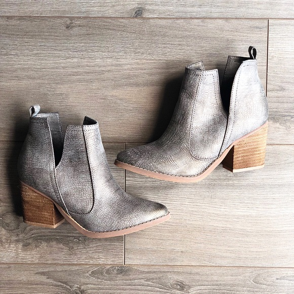 Not Rated Schuhes  Silver  Silver  Gray Western Booties   Poshmark e68e3f
